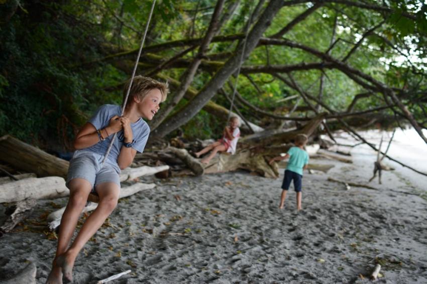 Easton swinging