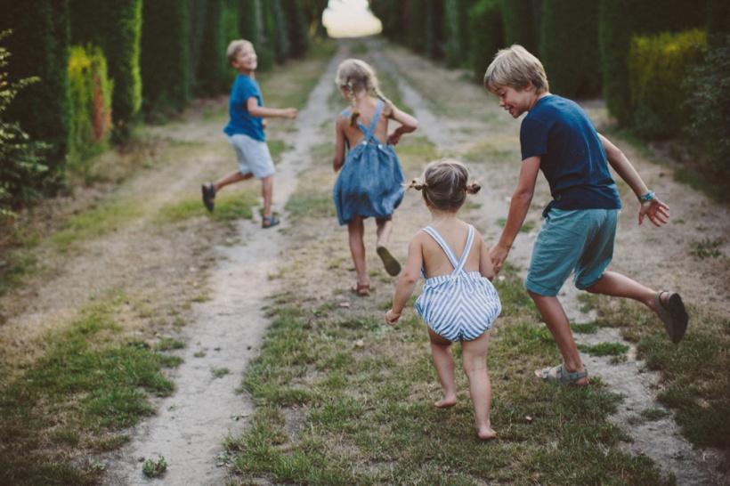 kids running 2