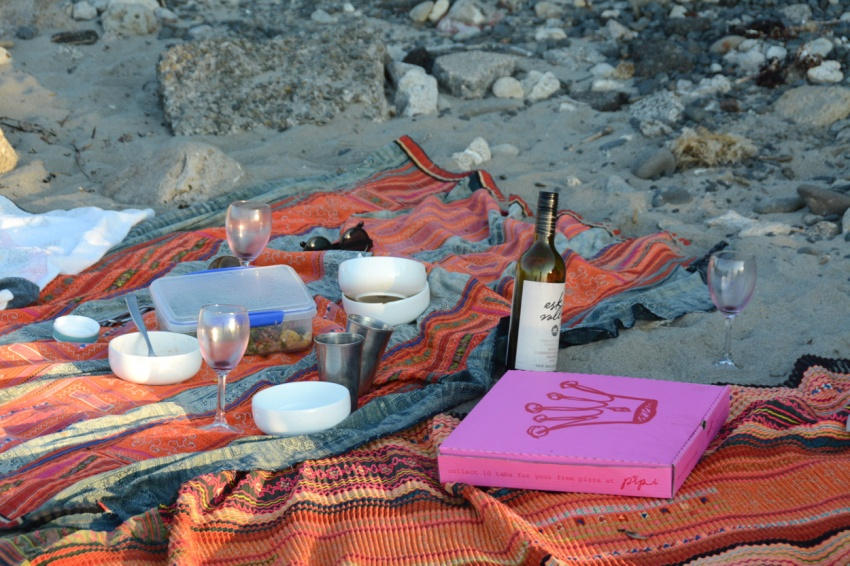 beach pizza picnic
