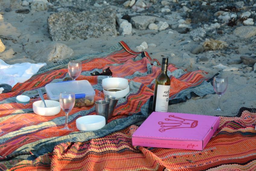 beach pizza picnic
