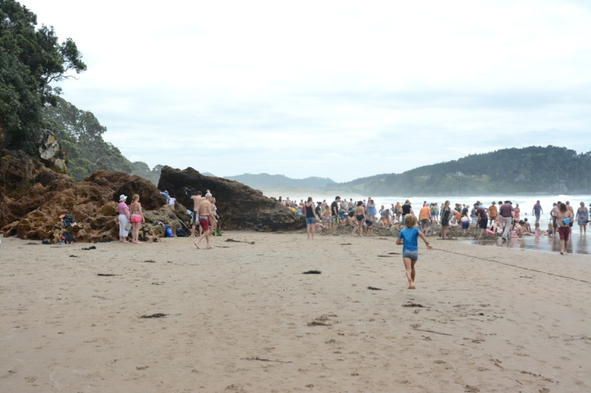 crowded Hot Water Beach