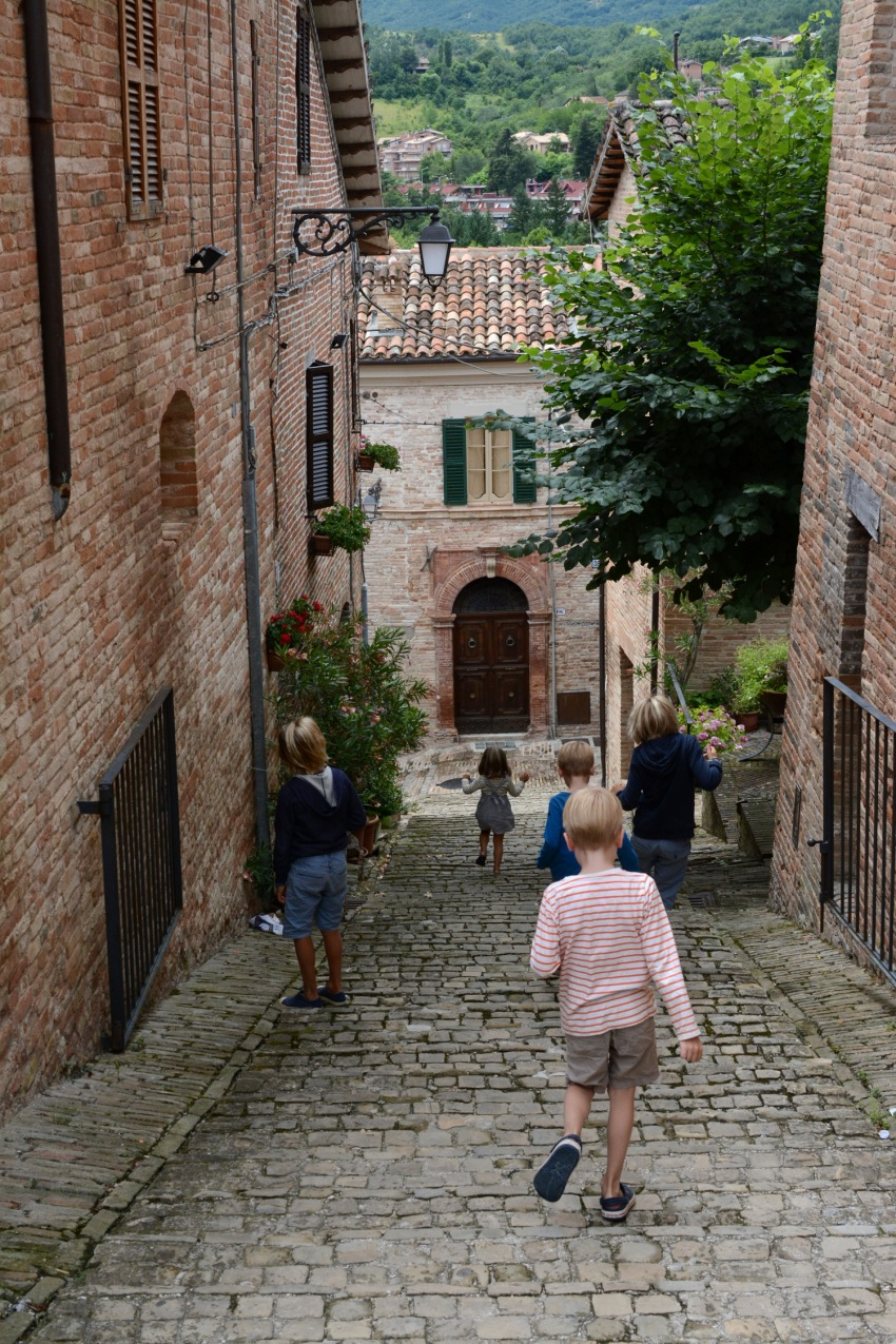 kids walking in sarnano