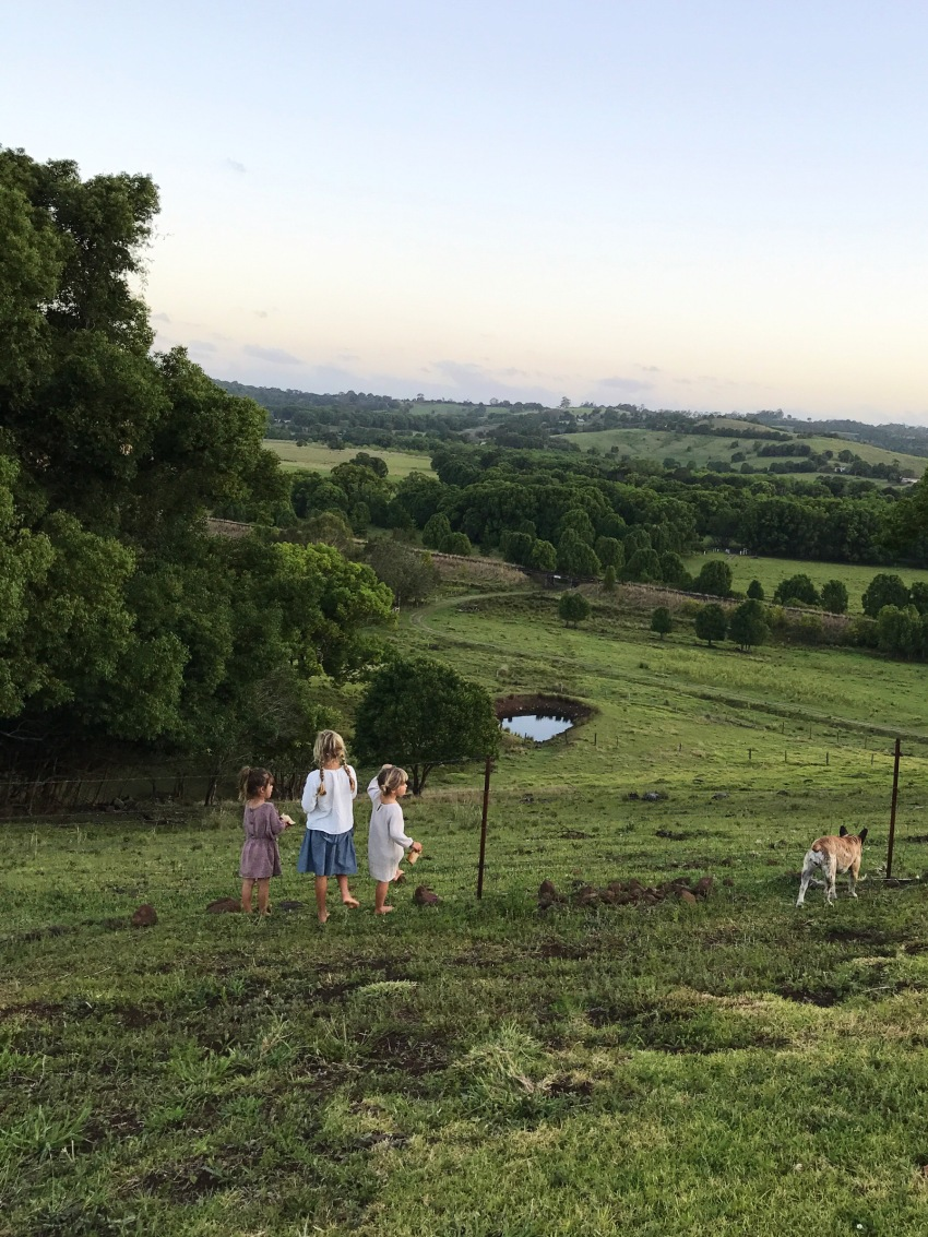 girls-and-rolling-hills