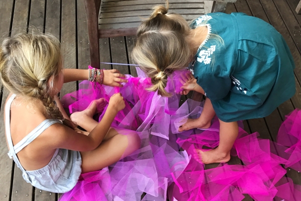 girls-making-tutu-thumb