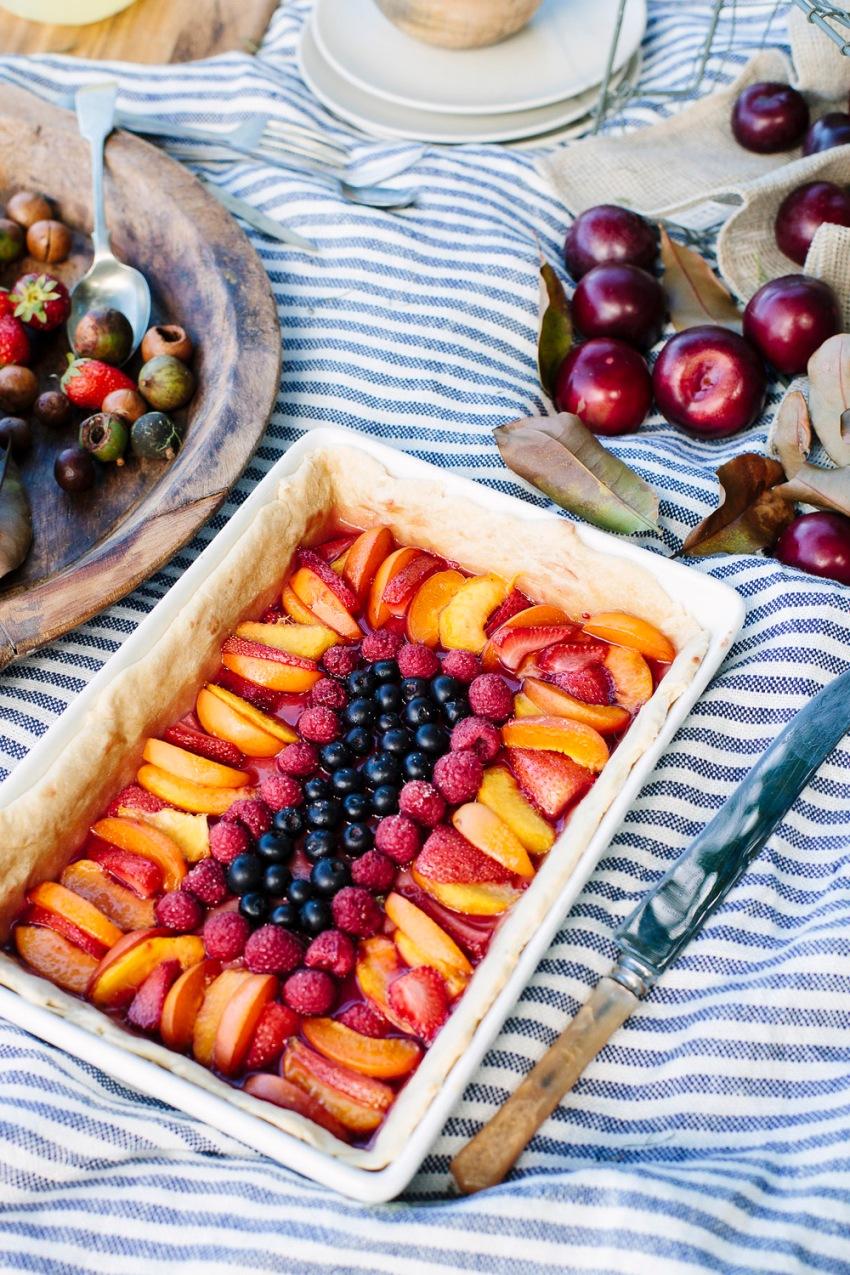 fruit-tart-at-picnic
